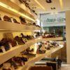 étagères pour vitrine de magasin de chaussures. Tablette laquée blanc. Eclairage intégré.