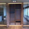 Miroir et éclairage led Intérieur de meuble sur mesure avec tiroir et penderie. placard et dressing à waterloo