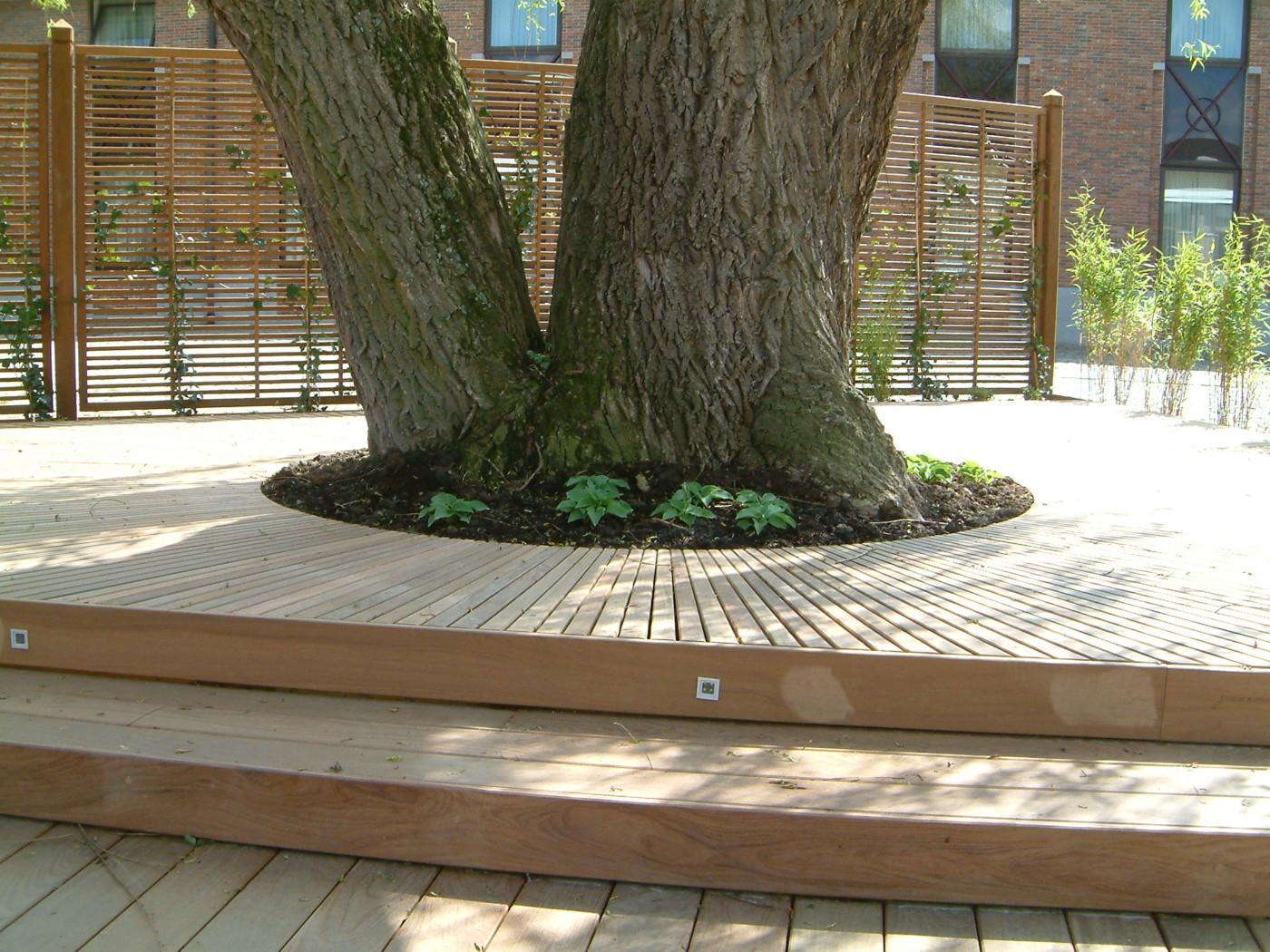 terrasse sur mesure arrondie int grant un arbre limal mt design. Black Bedroom Furniture Sets. Home Design Ideas