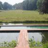 Belle terrasse design en ipé englobant une piscine
