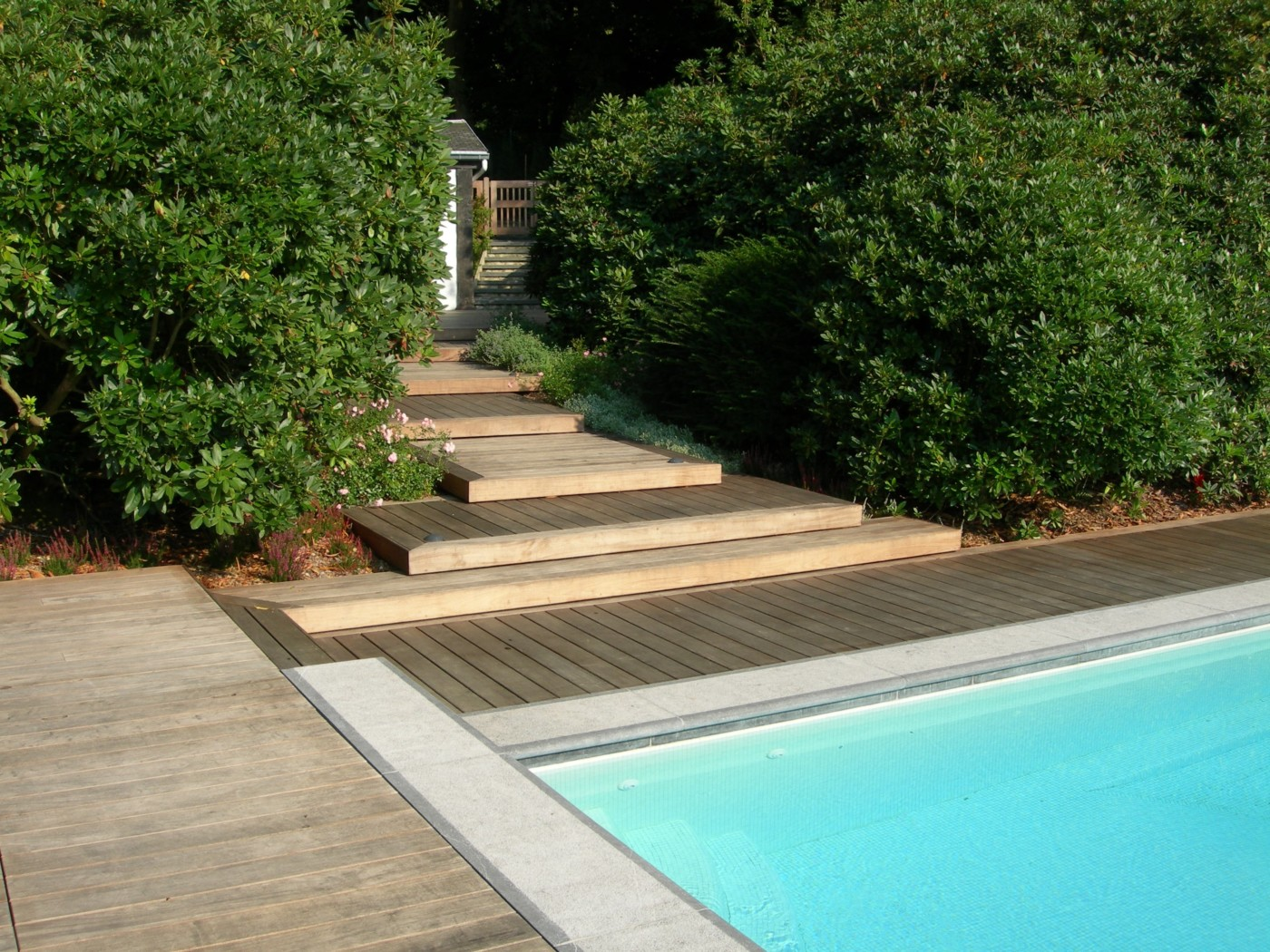 Terrasse de piscine sur mesure en ip mt design for Piscine bois montana