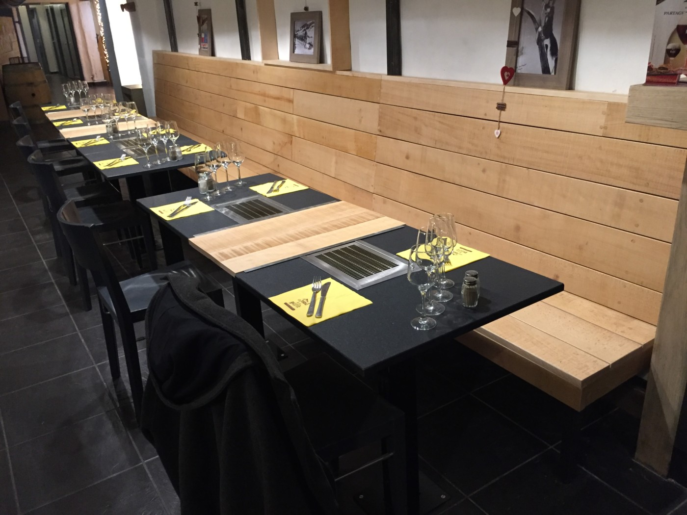 Aménagement restaurant bois brut - mt-design