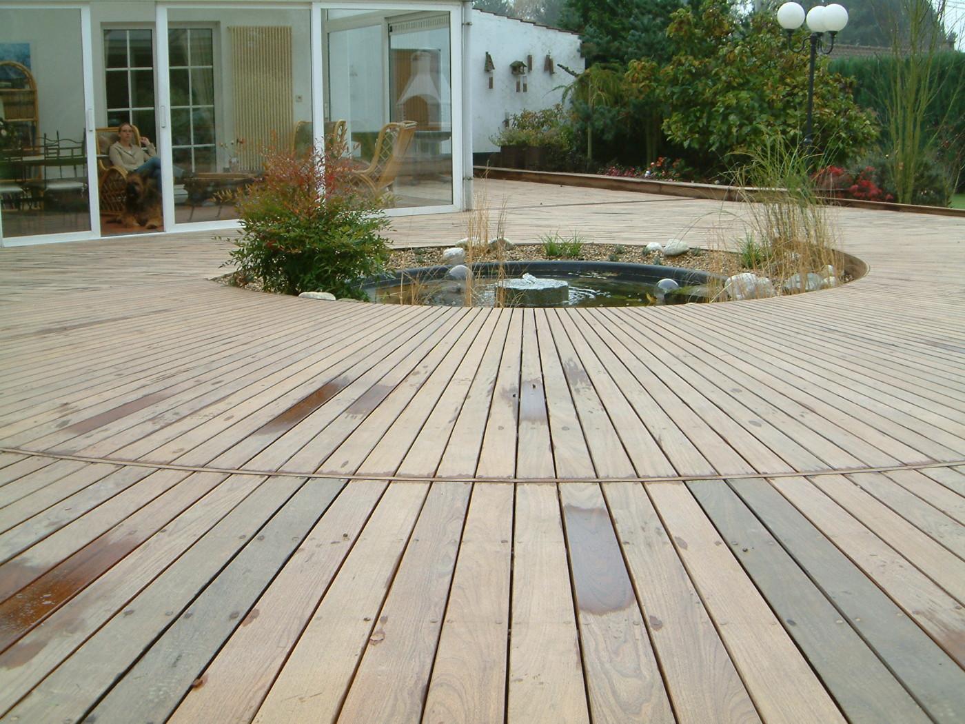 terrasse arrondie en ip mt design. Black Bedroom Furniture Sets. Home Design Ideas