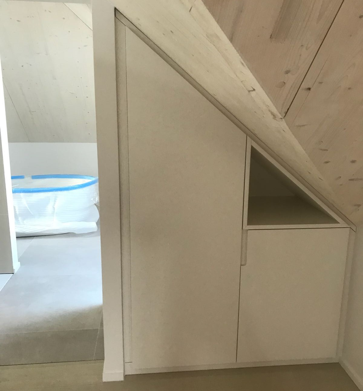 eclairage sous rampant amazing amazing lampe salle de bain plafond avec le plafonnier led w. Black Bedroom Furniture Sets. Home Design Ideas