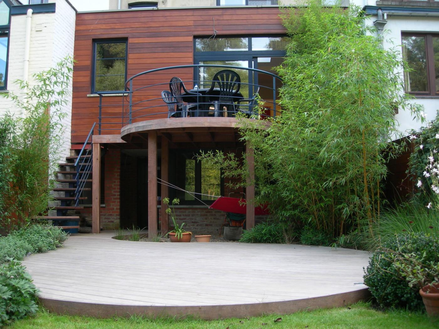 terrasse bois ronde interesting table ronde bois rallonge terrasse bois avec table moderne bois. Black Bedroom Furniture Sets. Home Design Ideas