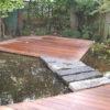 terrasse carrée au milieu d'un étang pièce d'eau sur mesure bois ipe pierre bleue de wavre