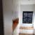 villa contemporaine dressing sur mesure laqué blanc avec une banquette et une niche en chêne à rixensart
