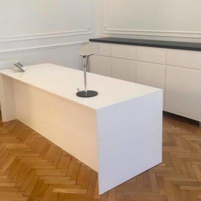 cabinet chirurgien bureau lampe sur mesure blanc parquet baton rompus corian armoire moulure bruxelles
